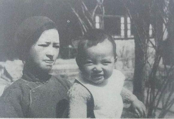 1934年代初 林徽因與兒子梁從誡 從誡抿嘴的表情萌死了